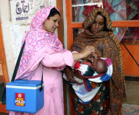 A Pakistani health worker gives anti-polio vaccine to a child
