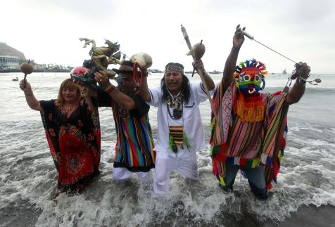 Peruvian shamans perform a ritual at a beach to prevent the end of the world, in Lima December 20, 2012
