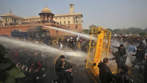 Delhi Police  trying to quell rioting by demonstators (Source: qz.com)