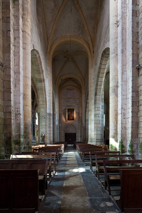 Nave facing west, Église Saint Menoux, Saint Menoux (Allier). (Photo: Dennis Aubrey)