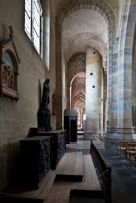North side aisle, Église Saint Menoux, Saint Menoux (Allier). (Photo: PJ McKey)