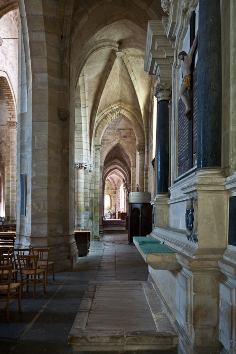 South side aisle, Église Saint Menoux, Saint Menoux (Allier). (Photo: PJ McKey)