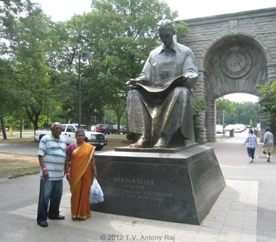 """Monument for f Nikola Tesla at the entrance to the """"Cave of the Winds"""" at Niagara Falls."""
