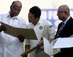 Sachin Tendulkar, Sharad Pawar and BCCI chief N. Srinivasan look at the postage stamps. ( FE photo- Ravi Kanojia)
