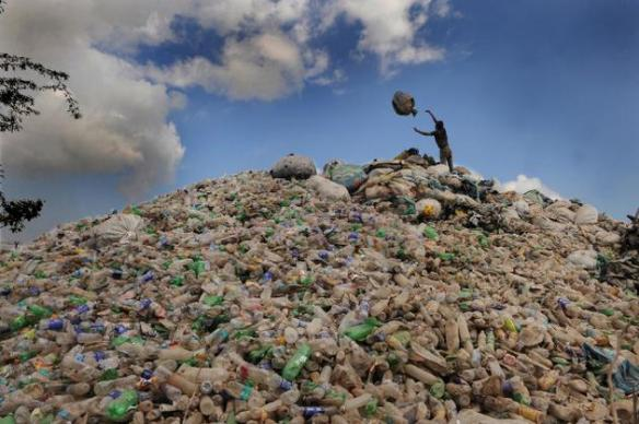 A significant chunk of non-biodegradable waste is lost in the heaps.( (Photo: Shaju John/thehindu.com)
