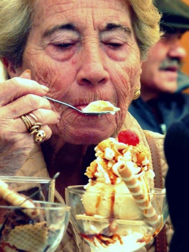 Old Lady enjoying her huge ice cream (Source: Lupe Clemente/flickr.com)