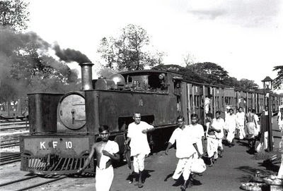 An  Indian train (Source - dhankedeshme.blogspot.in)