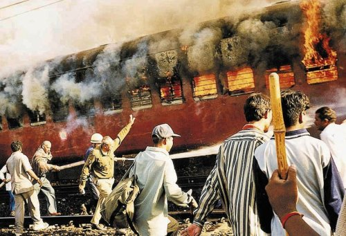 Dousing the flames at Godhra set ablaze by a mob on the Sabarmati Express that left Aodhya on February 26, 2002. (Source: indyas.hpage.co.in)