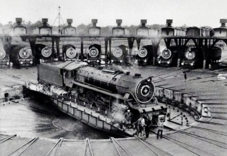 On April 16th, 1853, at 3.35pm, the first train in India leaves Bombay for Thane (Source: oldphotosbombay.blogspot.in)