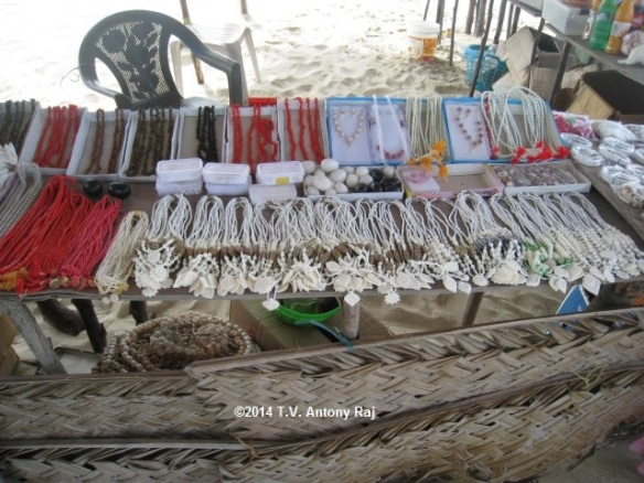Trinkets and ornaments made from seashells (Photo: T.V. Antony Raj)