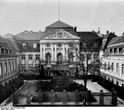 Palais Schulenburg - Main building and courtyard formerly located on Wilhelmstraße.