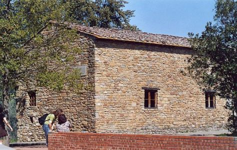 Leonardo's childhood home in Anchiano (Source: Lucarelli/Wikimedia)