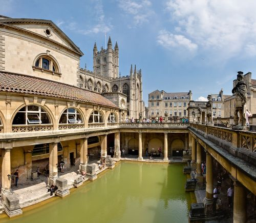 The Roman Baths (Thermae) of Bath Spa, England. The entire structure above the level of the pillar bases is a later reconstruction. (Photo by DAVID ILIFF. License: CC-BY-SA 3.0)