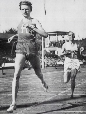 Swedish runner Andersson finishes ahead of Wooderson inGotheburg in their second 1945 Mile race (Source: racingpast.ca)