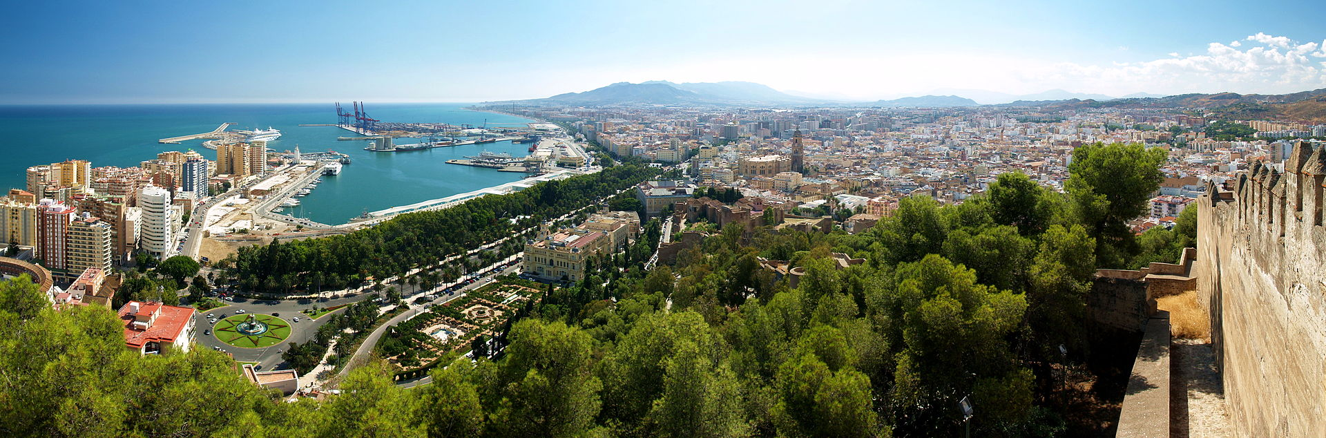 Panoramic view of Málaga from Gibralfaro (Photo: Kiban)