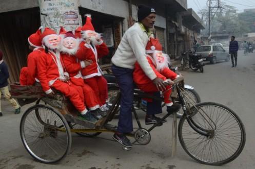 santa-claus-india-rickshaw