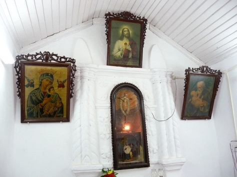 The Oratory room, Sancoale, Goa (Source: joegoauk.blogspot.in)