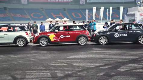 World's Tightest Parallel Parking Record Broken In China on November 14, 2014  (Source: motorbeam.com)