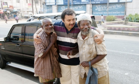 Narayanan Krishnan hugging the destitute