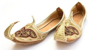 Persian shoes (Source - hollywoodpsychotherapist.homestead.com)