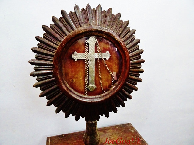 The chained cross the Saint Joseph Vaz wore around his neck (Source: joegoauk.blogspot.in)