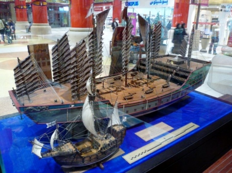 Replica of Chinese Bǎo Chuán (宝船) treasures ship of early 14th century vs Columbus' Santa Maria (1492).