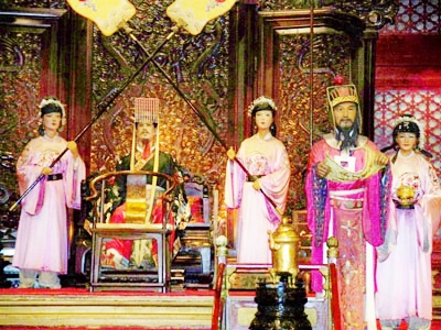 The grand ceremony of first Ming emperor Zhu Yuanzhang ascending to the throne exhibited at the Wax Sculpture Palace of Ming Emperors in Changping, Beijing. (Source: ebeijing.gov.cn)
