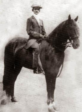 Hendry Pedris riding 'Rally' (Source: en.wikipedia.org)