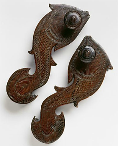 Fish shaped paduka inlaid with brass, and part of the Bata Shoe Museum collection, Toronoto, Canada (Source: indiapiedaterredotcom.wordpress.com)