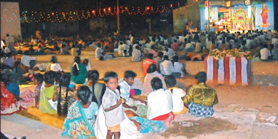 Audience watching a drama peformed on stage at Valayankulam (Source: dhinasari.com)