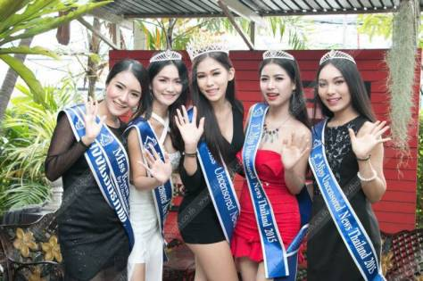 Khanittha 'Mint' Phasaeng, the beautiful Miss Uncensored News Thailand 2015 - with other participants (Sourc: daliulian.net)