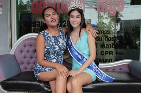 Khanittha Phasaeng, the winner of Miss Uncensored News Thailand 2015, and organizer Somchai Leknoi (Source -bangkokpost.com)
