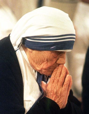 Mother Teresa during a mass at the Basilica of the Assumption. (Reuters)