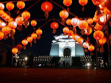 Chinese Lantern Festival at night at ChiangKaiShek Memorial Hall in Taipei, Taiwan (Photo: PhiloVivero)