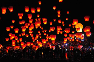 People let go the lanterns on Chinese Lantern Festival (Source: schoolhouse.com.tw)