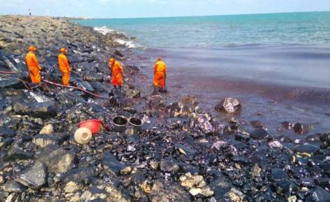 The ill-equipped pollution response teams of the Indian Coast Guard are grappling with the oil spill (Source: ndtv.com)