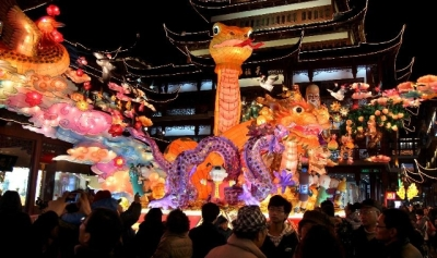 Yu Yuan Snake lantern installed at Yu Garden, Shanghai (Source: httpschoolhouse.com.)